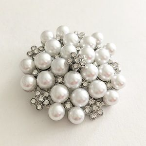 Jewelry - The Gorgeous Cluster of Pearl Brooch❤️